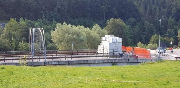 Ponte di Strembo, iniziati i lavori di ripristino. Intanto si pensa ad un alternativa: in pochi giorni potrebbe essere pronta una bretella di raccordo